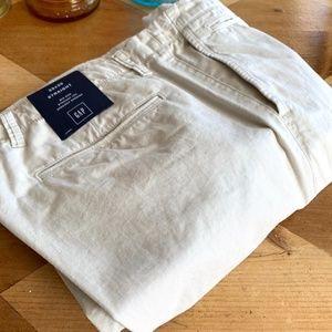 NWT Gap Mens Khakis 33x30 Straight Leg Cotton
